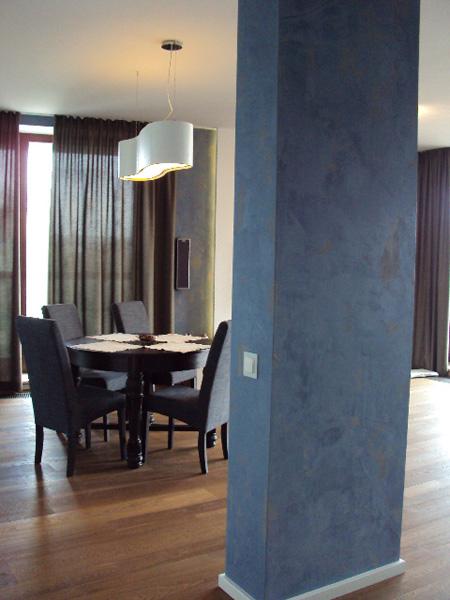 pomalowany słup w mieszkaniu
